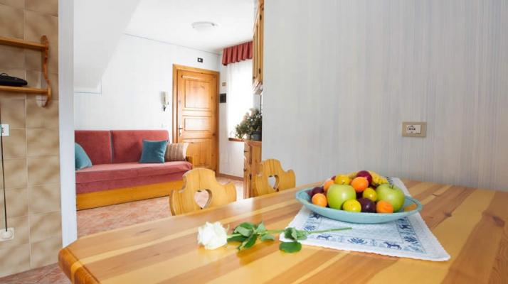 Appartamento fucsia da 2 a 4 posti letto per vacanze a for Divano fucsia